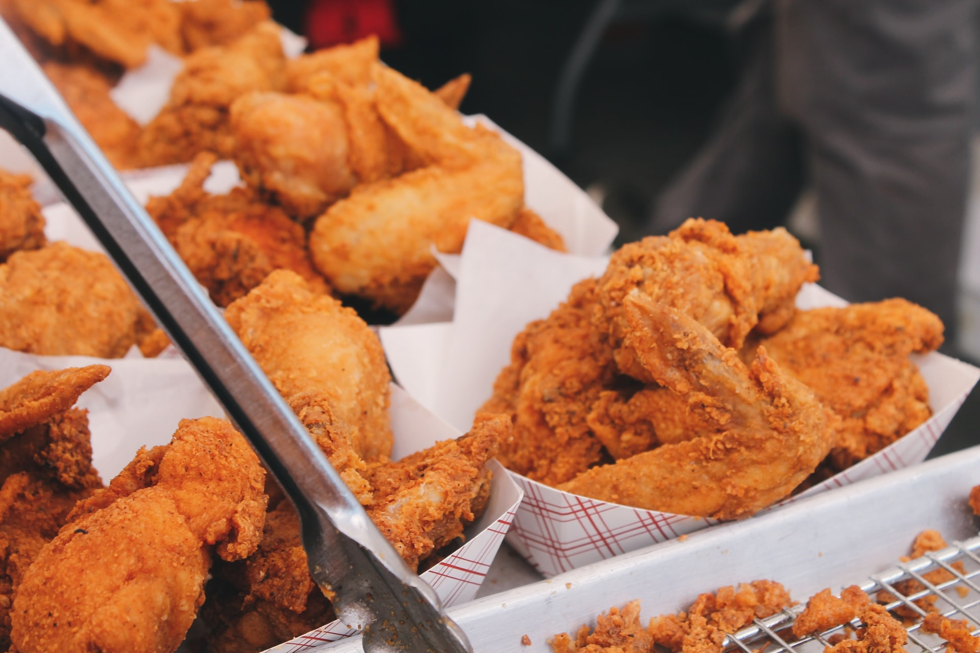 Rows of fried chicken in paper containers