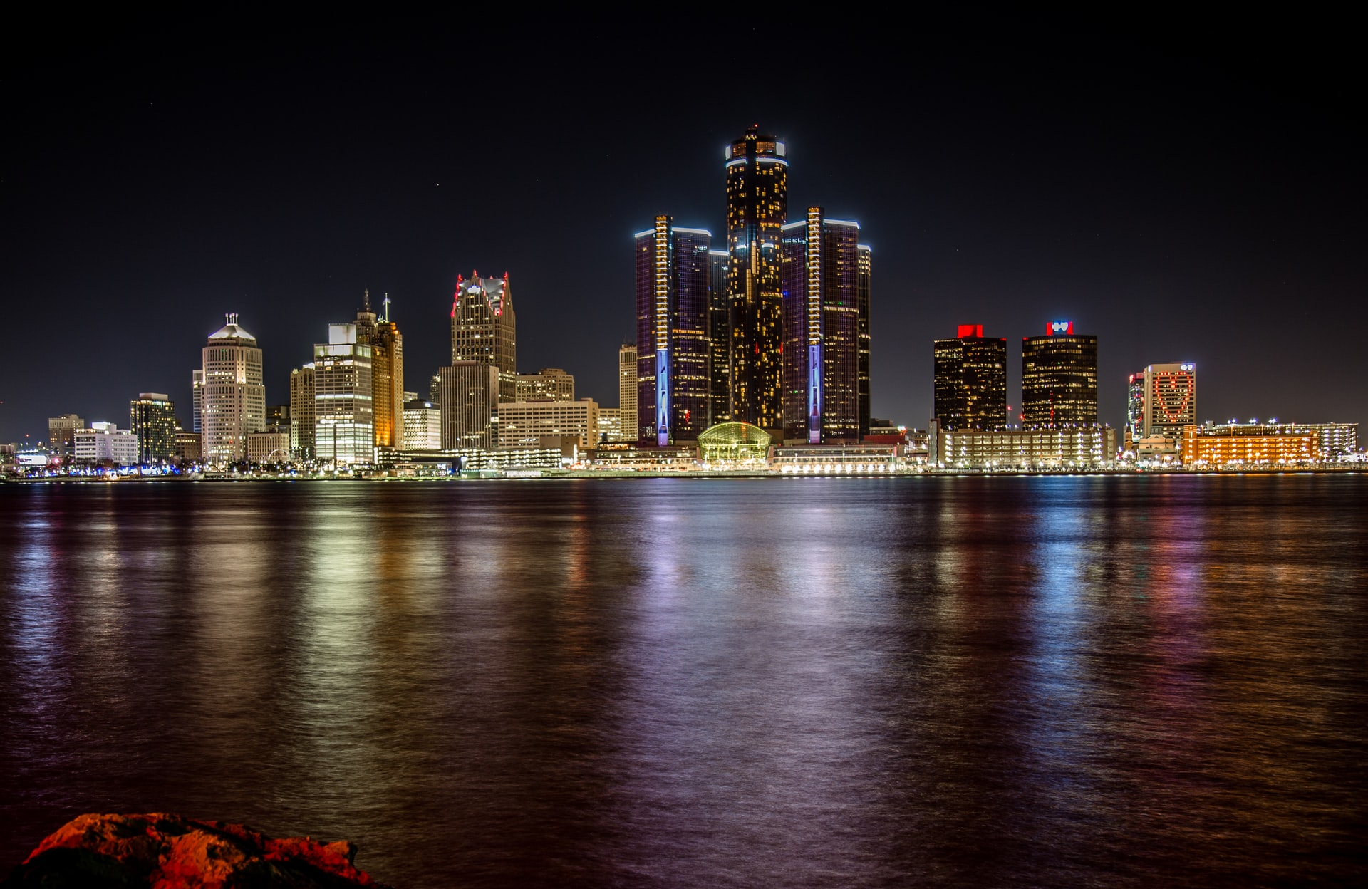 Explore the Detroit International RiverWalk